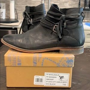 Like New!! Black leather Free People booties.